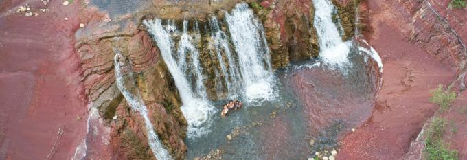 Cascada Colorada
